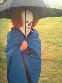 Tim-Curry-while-filming-IT